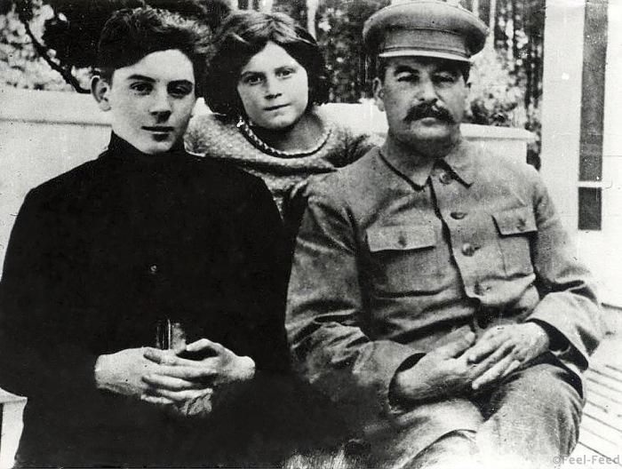 И.С. Сталин с сыном Василием и дочерью Светланой. Дети от Надежды Аллилуевой