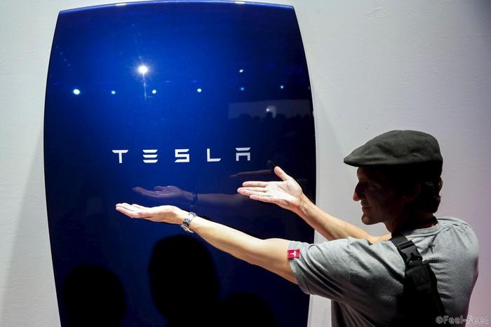 Attendees take pictures of the new Tesla Energy Powerwall Home Battery during an event at Tesla Motors in Hawthorne, California April 30, 2015. Tesla Motors Inc unveiled Tesla Energy - a suite of batteries for homes, businesses and utilities - a highly-anticipated plan to expand its business beyond electric vehicles. REUTERS/Patrick T. Fallon - RTX1B28Q