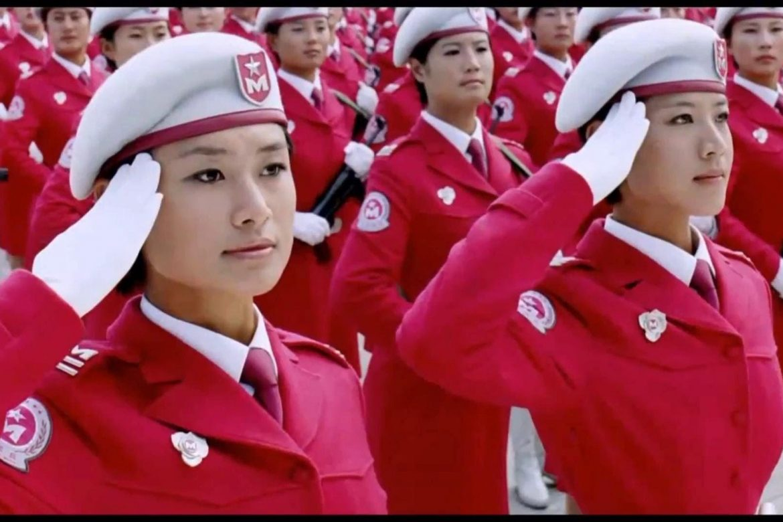 парад китайских девушек катюша отправляются привокзальной площади: