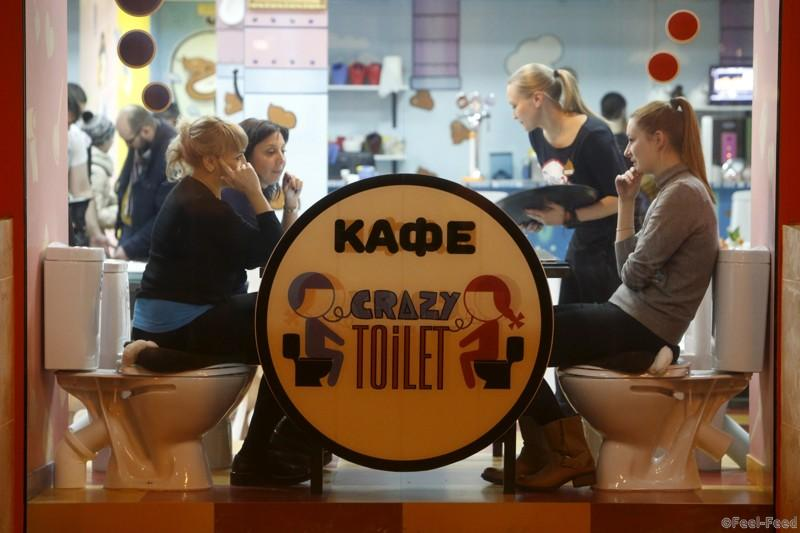 Customers sit at Crazy Toilet Cafe in central Moscow, Russia October 30, 2015. (Photo by Sergei Karpukhin/Reuters)