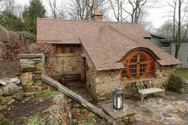 Я не могу решить: этот дом Хоббита сумасшедший или гениальный? Но один взгляд внутрь и я захотел остаться там навсегда. - Feel-f