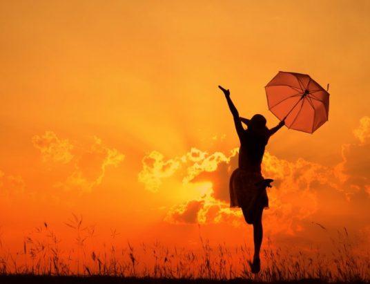 woman-umbrella-sunset-1024x640