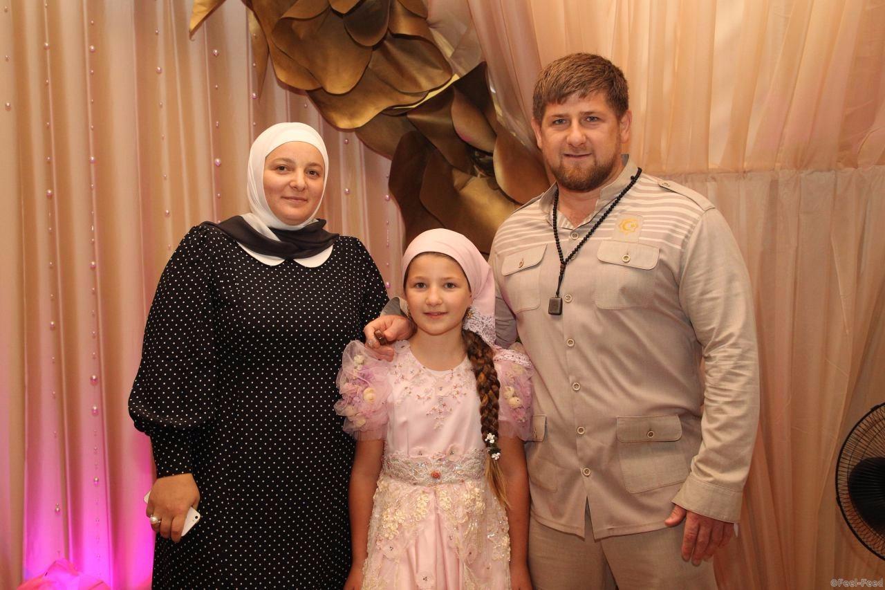 Рамзан кадыров дети и жены фото