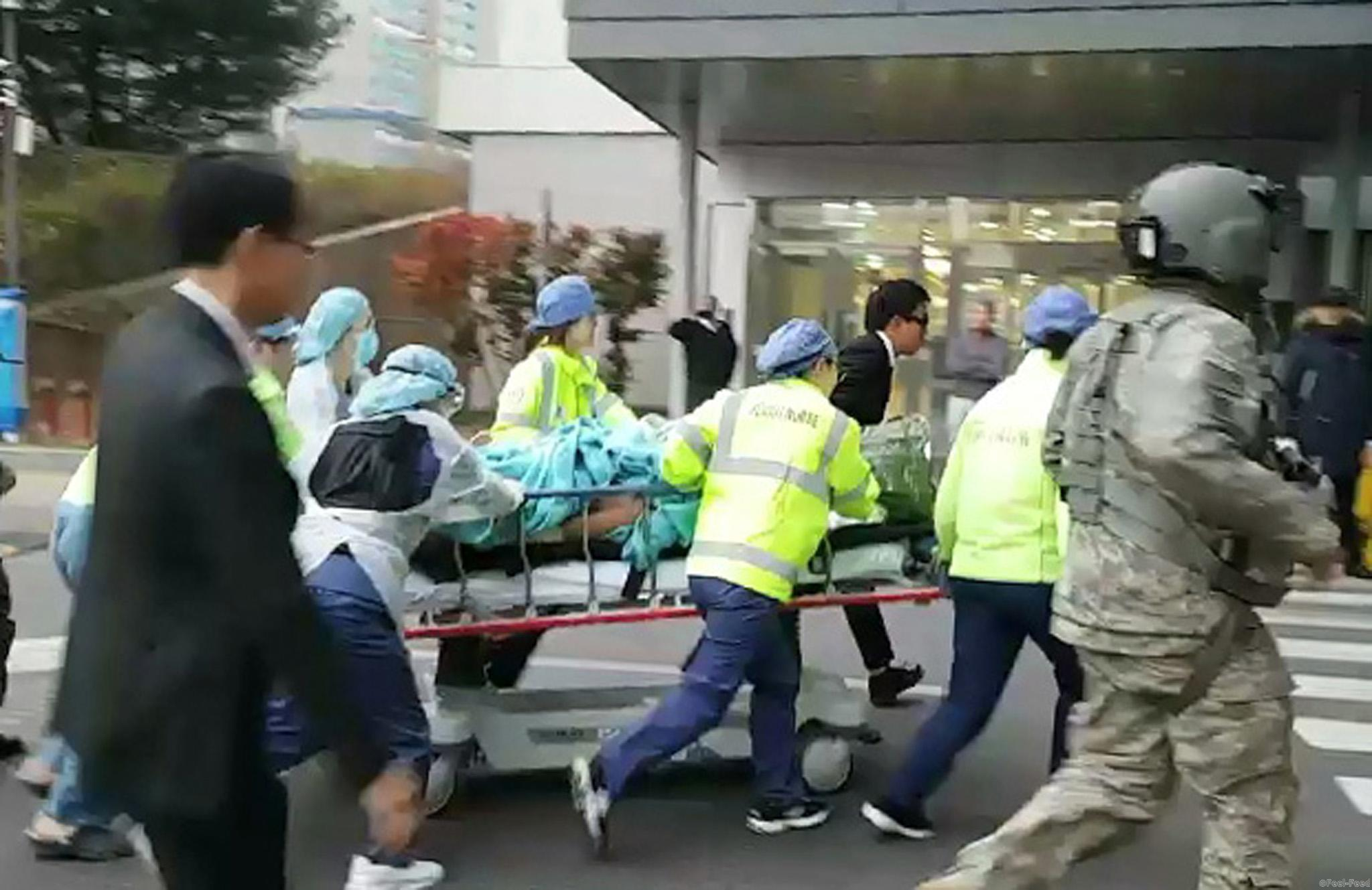 epaselect epa06327572 A North Korean soldier (C) is carried into a hospital in Suwon, Gyeonggi Province, South Korea, 13 November 2017 (issued 14 November 2017). According to reports, the soldier received gunshot wounds to the shoulder and elbow from North Korean forces while defecting to South Korea through the Joint Security Area (JSA) in the Demilitarized Zone. He was airlifted by a United Nations Command helicopter to the hospital. EPA-EFE/YONHAP SOUTH KOREA OUT --BEST QUALITY AVAILABLE--