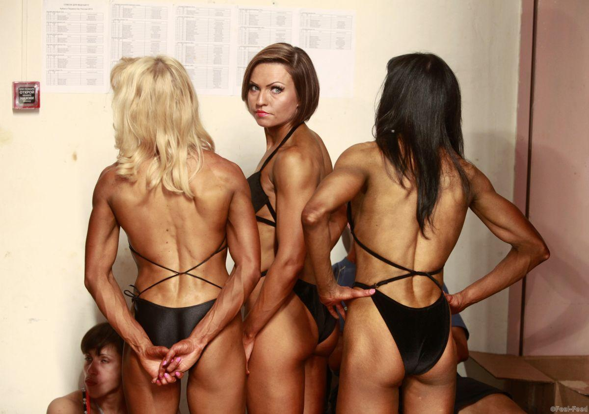 Participants wait backstage during the Eastern European Cup bodybuilding competition in the southern Russian city of Stavropol April 28, 2012. REUTERS/Eduard Korniyenko (RUSSIA - Tags: SPORT SOCIETY) - GM1E84S1R3U01