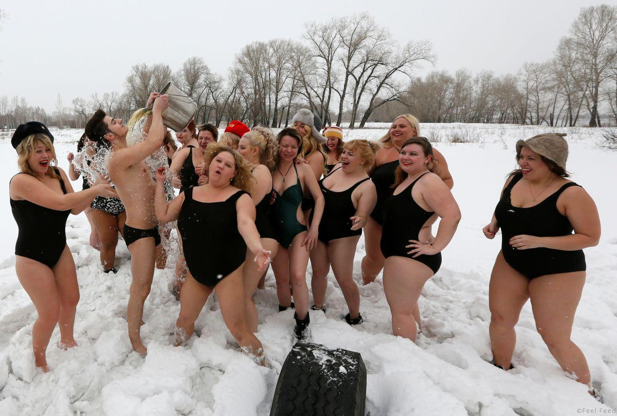 Models of the SibPlus Models agency and participants of the Miss Doughnut beauty competition watch their trainer pouring a bucket of cold water over himself at the Polar Bear winter swimmers club in Krasnoyarsk, Siberia, Russia, March 4, 2017. Picture taken March 4, 2017. REUTERS/Ilya Naymushin - RC17FBBCAD70